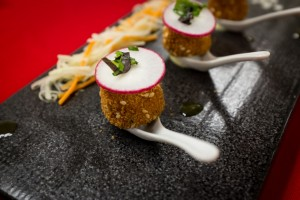 Mini tuna cakes with wasabi mayo